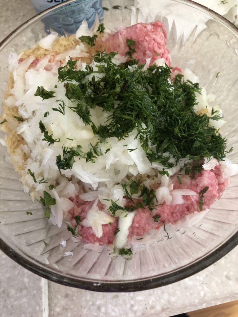Combine ground beef with onion, dill and spearmint